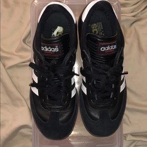 Adidas Samba tennis shoes size 5 youth
